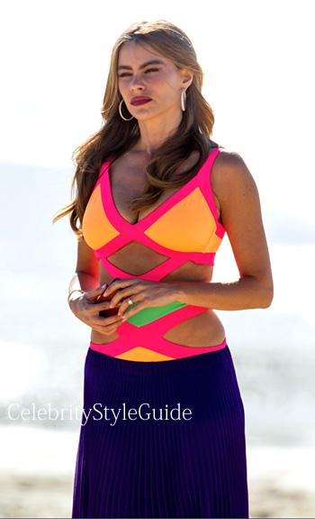 Hot girl in bikini on modern family Modern Family Season 5 Episode 20 Gloria S Neon Cutout Swimsuit In Australia Celebrity Style Guide