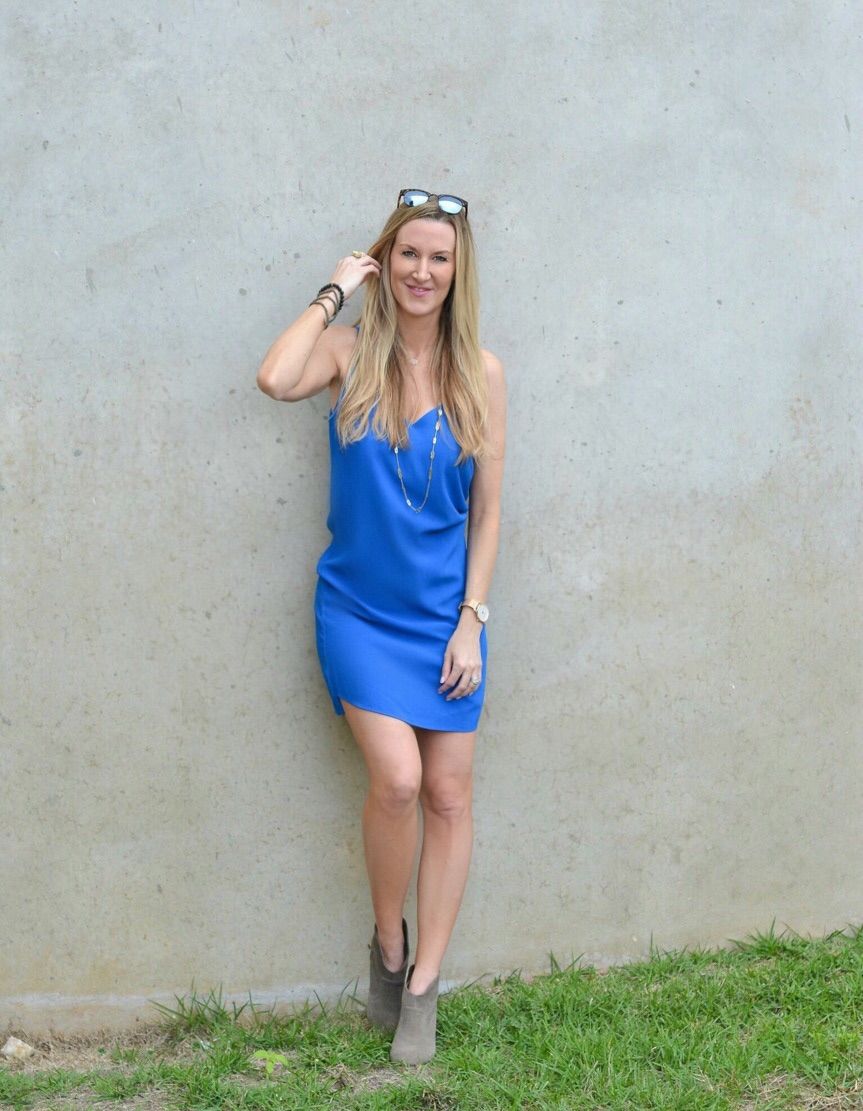 Blue-topshop-dress-wall