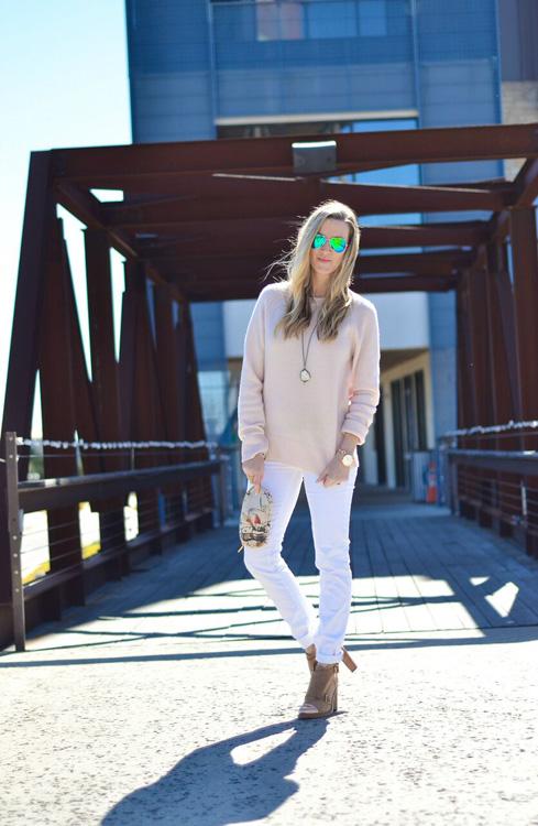 Blush-sweater-white-jeans