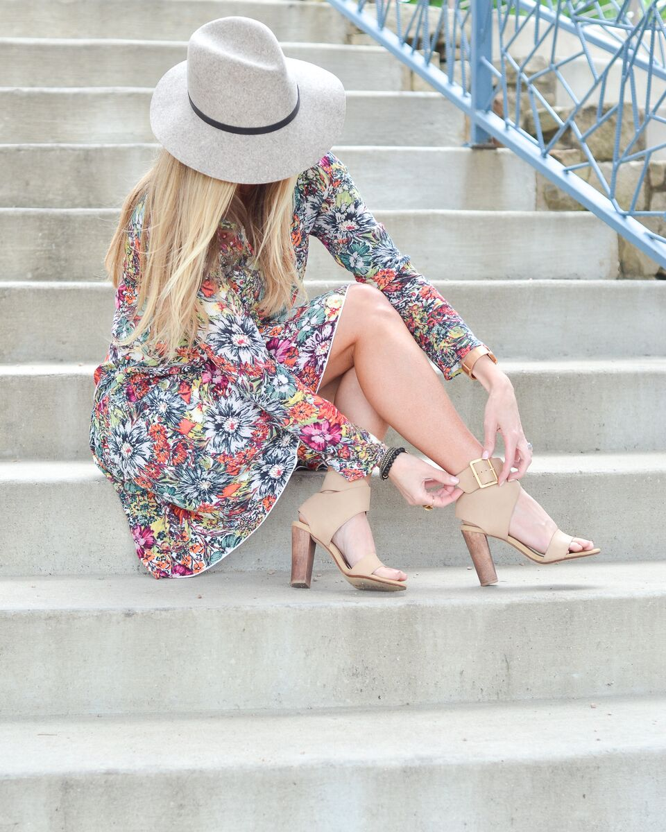 Celebrity-Style-Guide-Hinge-Floral-Swing-Dress