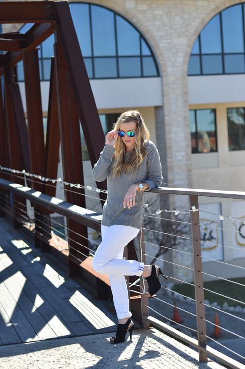 Grey-sweater-bridge-foot-up