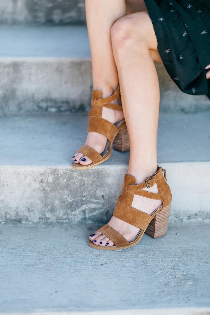 iro-dress-hinge-sandals