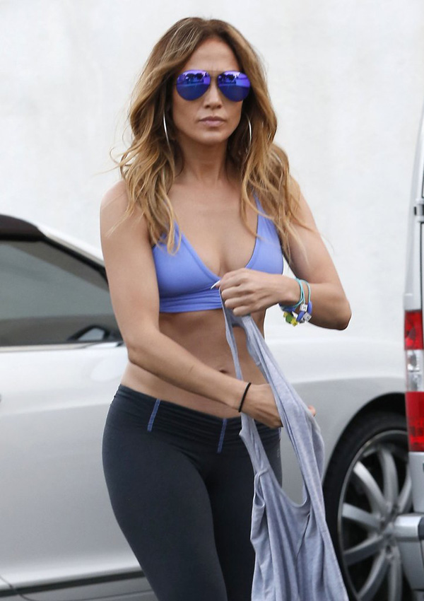 Jennifer-Lopez-Abs-After-Working-Out