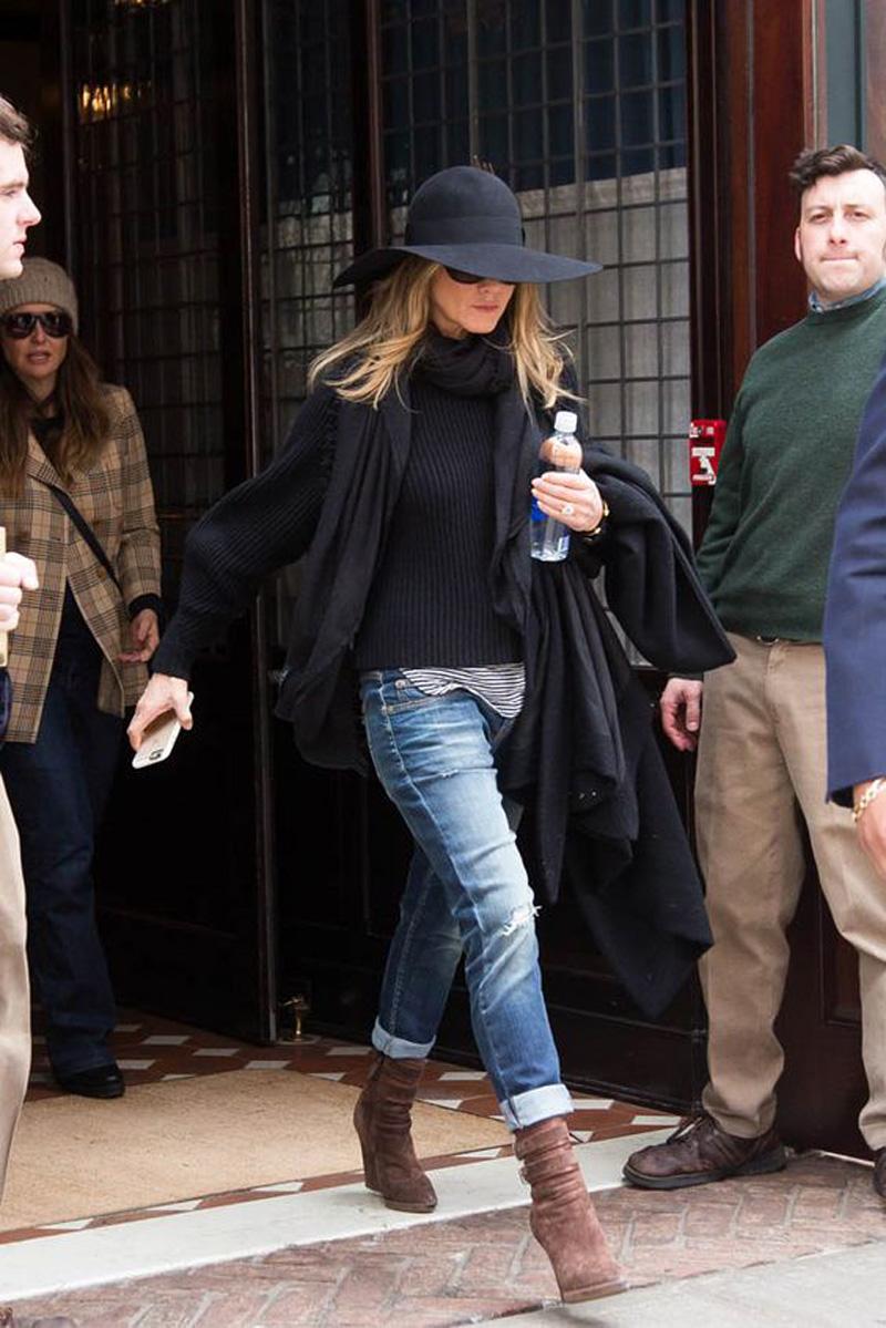 Jennifer-aniston-suede-boots