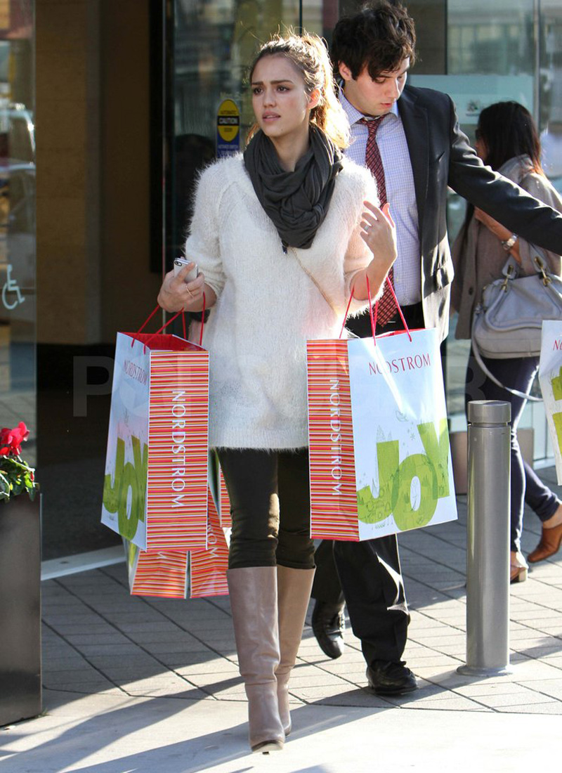 Jessica-Alba-shopping-at-Nordstrom