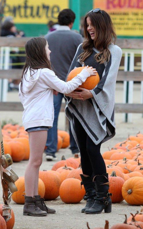 Kate Beckinsale Pumpkin Patch Style