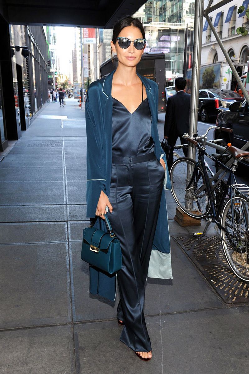 Lily-Aldridge-robe-coat