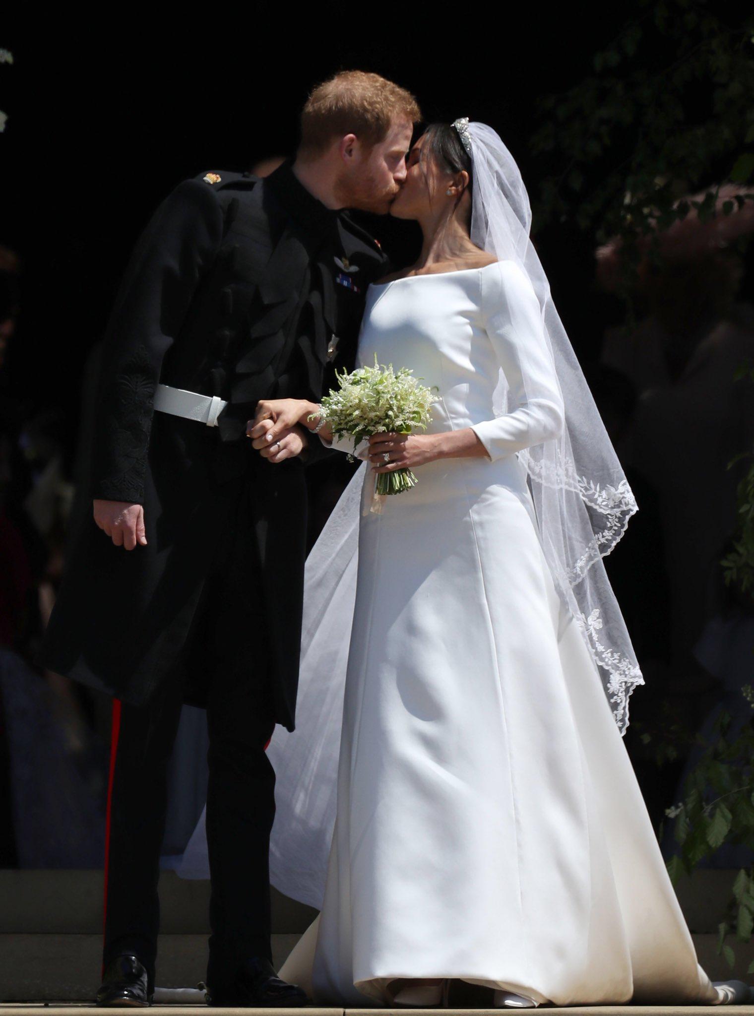 Meghan-Markle-Wedding-Dress-Long-Sleeve