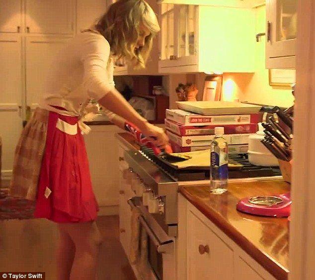 Taylor Swift Baking cookies
