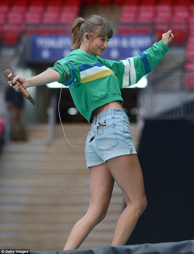 Taylor Swift rocked Madewell high-rise denim shorts-taylor-swift