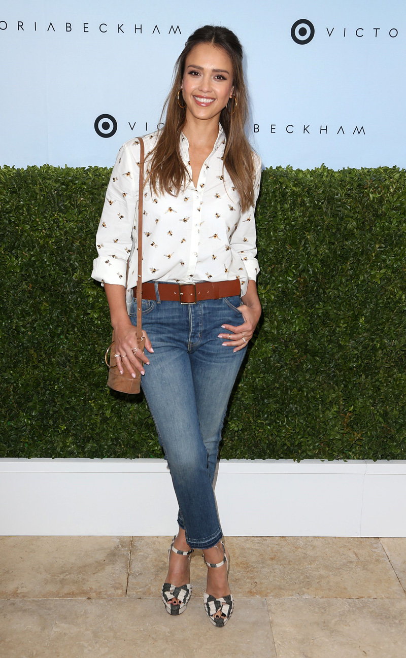 The-Great-the-Fellow-Jeans-in-Drifter-Wash-worn-by-jessica-alba