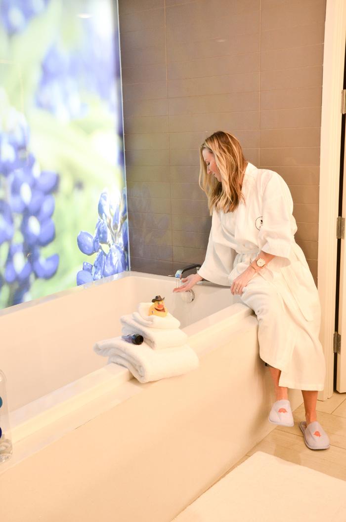 archer-hotel-bathtub
