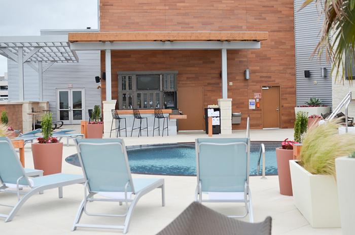 archer-hotel-pool-deck