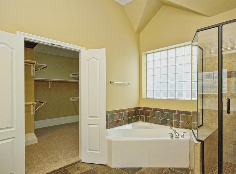 austin-texas-master-bathroom