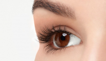 How To Apply Magnetic Lashes in One Easy Step