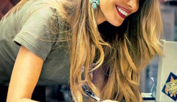 As Seen On Screen: Sofia Vergara's Turquoise Earrings in Chef?