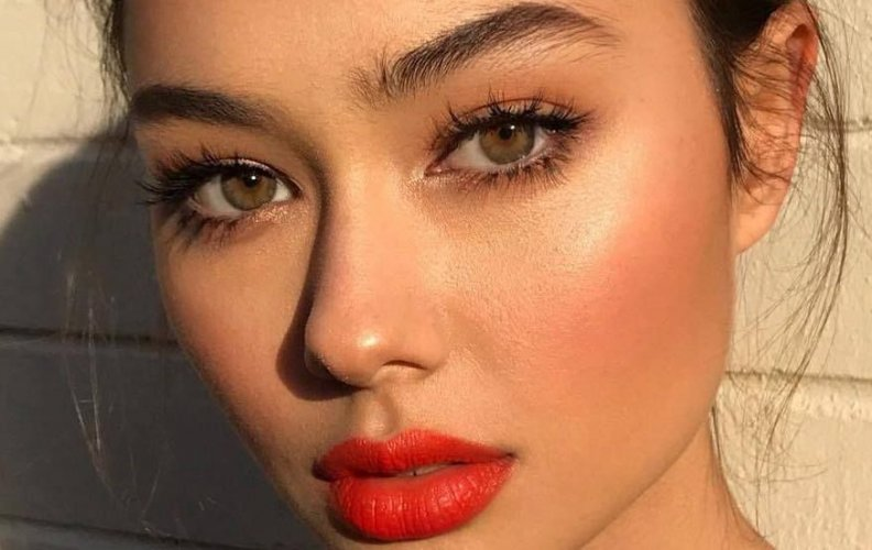 6 Best Drugstore Red Lipsticks That Are Totally Summerproof!