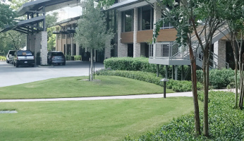 Celebrity Style 'Staycation' At The Woodlands Resort