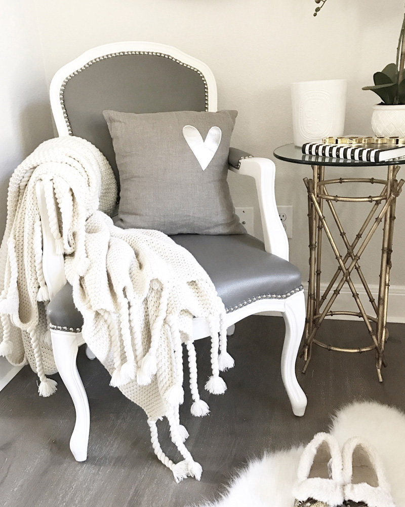 pompom-at-home-tressels-throw