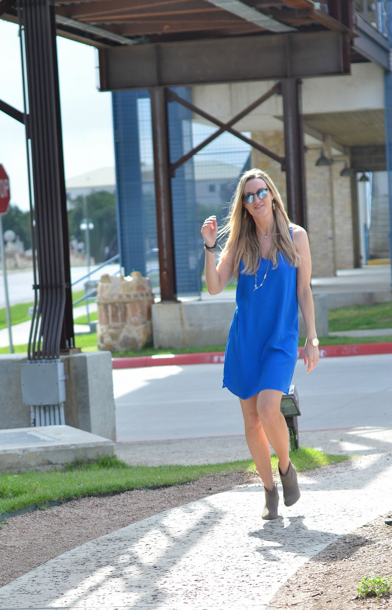 topshop-blue-dress-walking
