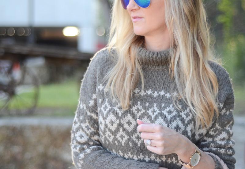 Celebs in Sweaters - Celebrity Sweater Style